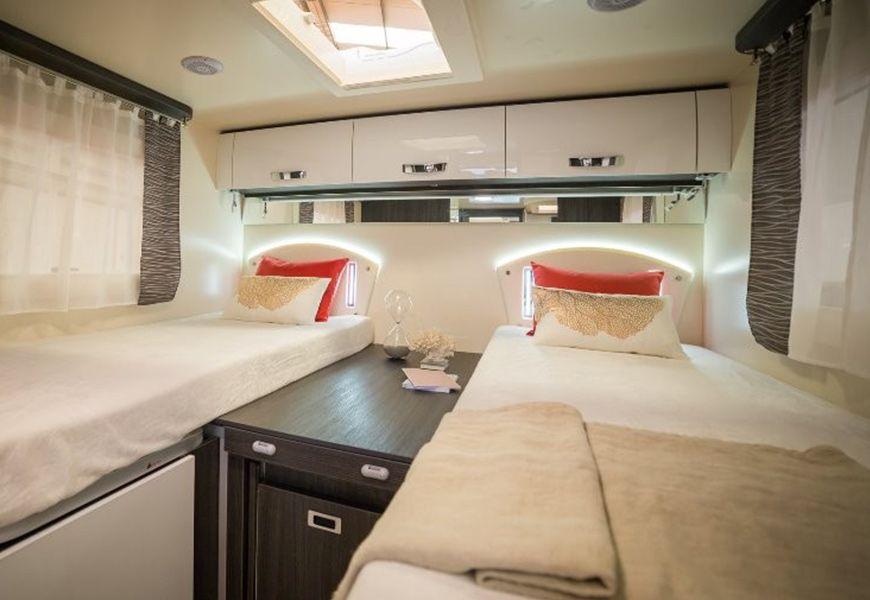 Nova električna postelja in strop v kuhinji (lepši spodnji del pod posteljo)